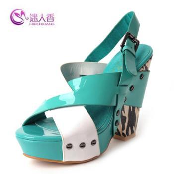 迷人香品牌促销欧美范撞色粗跟铆钉防水台时尚漆皮凉鞋复合底女鞋