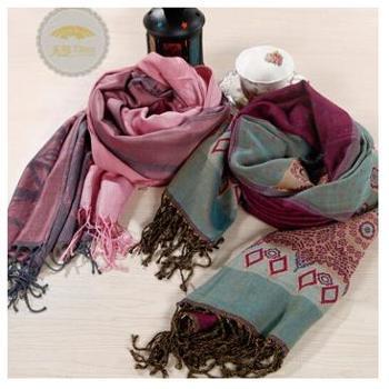天琴羊绒竹纤维交织围巾时尚提花(170*70cm)65%羊绒35%竹纤维颜色随机