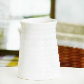 简约现代白色螺纹陶瓷小花瓶花器花插书桌餐桌可储水花瓶